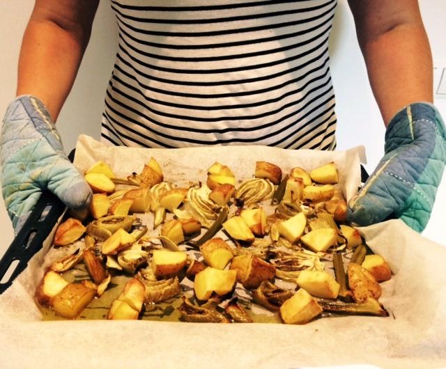 Aardappeltjes met geroosterde venkel (en een god-de-lijk sausje) uit de oven