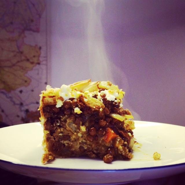 Hartige taart met linzen, kerrie & feta