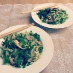 Kipsalade met komkommernoodles & pittige sesamdressing