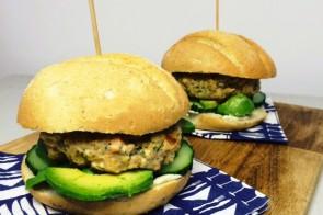 Zalmburgers met dille & limoen