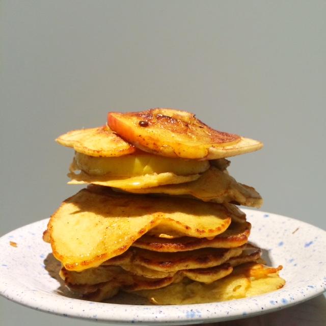 Boekweitpannenkoekjes met appelschijfjes, banaan & kaneel2