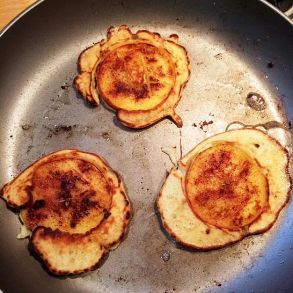 Boekweitpannenkoekjes met appelschijfjes, banaan & kaneel3