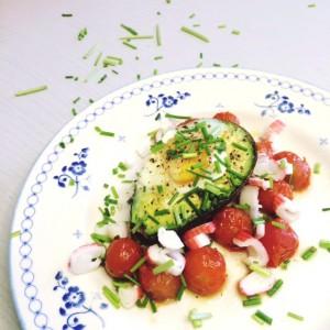 Avocado uit de oven met ei & tomaat