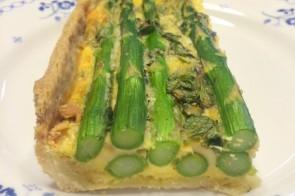 Hartige taart met groene asperges & munt