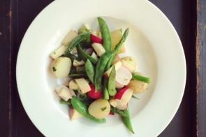 Snelle lentesalade met krieltjes, aspergetips & appel